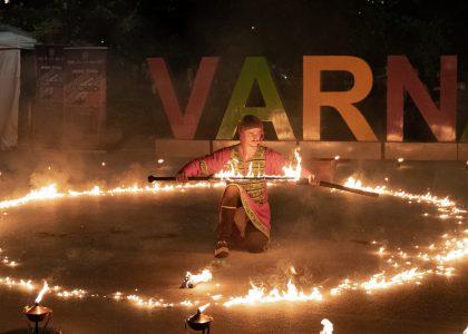 Огнен-спектакъл-пробуждане-варна-фестивал-фън-сити-2019-2