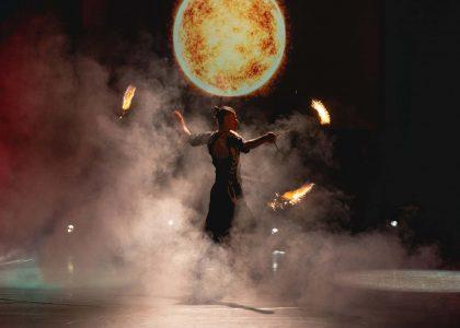 огнено и светлинно шоу за фирмено събитие снимка 3